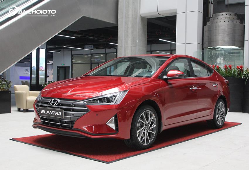 Hyundai Elantra là mẫu xe có giá tốt trong phân khúc ô tô tầm giá 600 triệu đồng