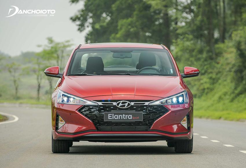 Hyundai Elantra là một trong các mẫu xe 5 chỗ tầm 700 triệu được ưa chuộng nhất hiện nay