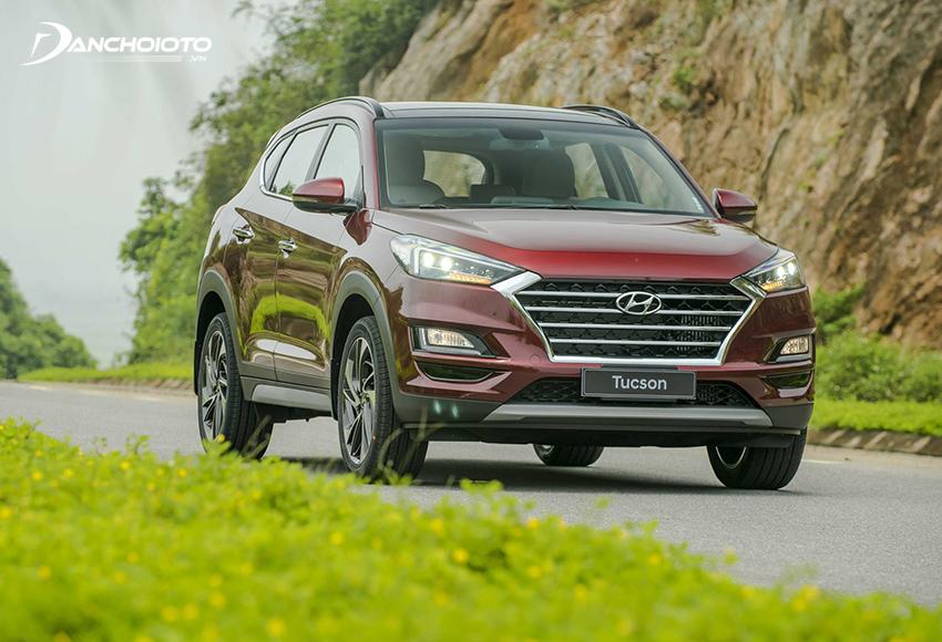 Hyundai Tucson là một lựa chọn nổi bật trong nhóm xe 5 chỗ gầm cao tầm giá 900 triệu