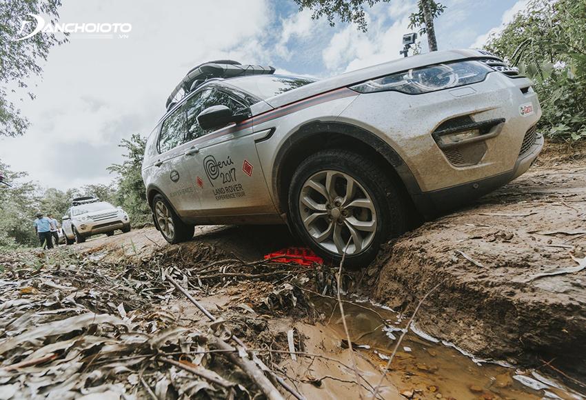 Khi off road, đi đường lầy lội thì nên tắt cân bằng điện tử
