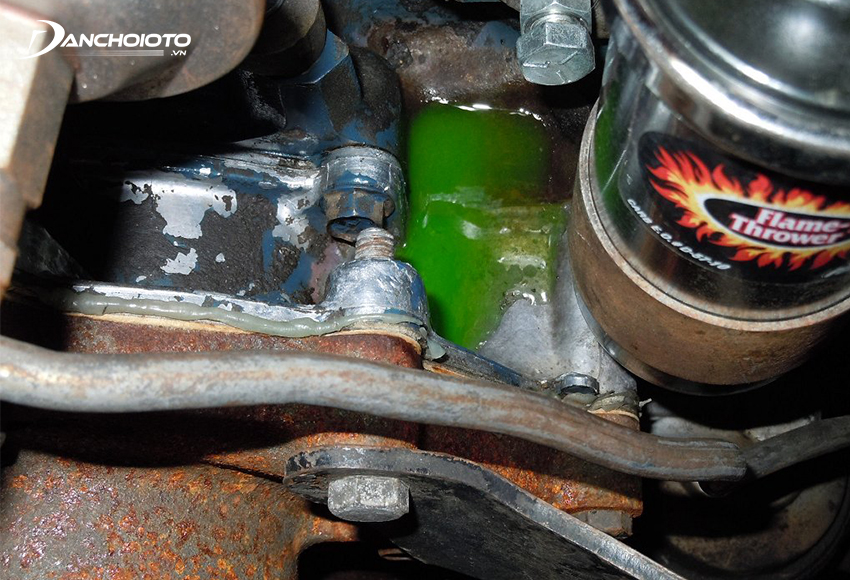 Khói xe ô tô có mùi ngọt khả năng cao là xe đã gặp trục trặc ở hệ thống làm mát động cơ