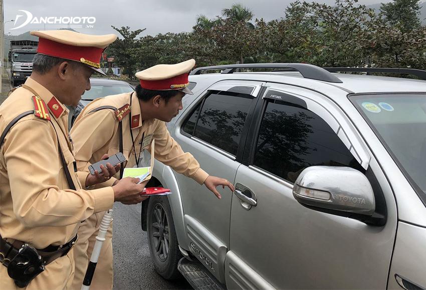 Mức phạt lỗi chở quá số người quy định xe ô tô là từ 400.000 – 600.000 trên mỗi người vượt quá quy định