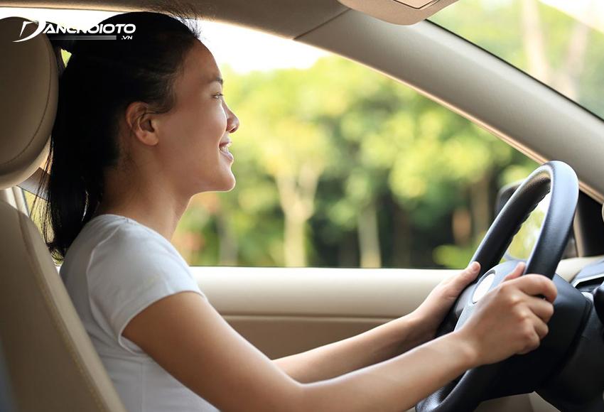 Nên chú ý tập trung khi lái xe