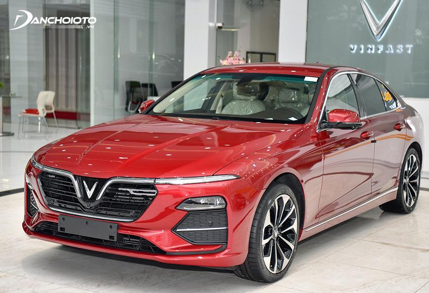 Nếu đang phân vân có 900 triệu nên mua xe gì thì VinFast Lux A2.0 là cái tên rất đáng để xem qua