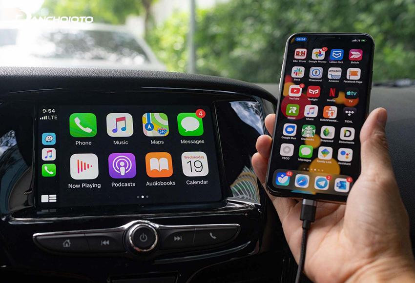 Nếu không có hỗ trợ Apple CarPlay không dây, có thể kết nối Apple CarPlay bằng cáp USB
