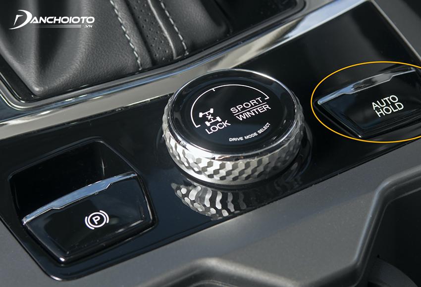 Nút AUTO HOLD thường được bố trí gần trên bệ cần số