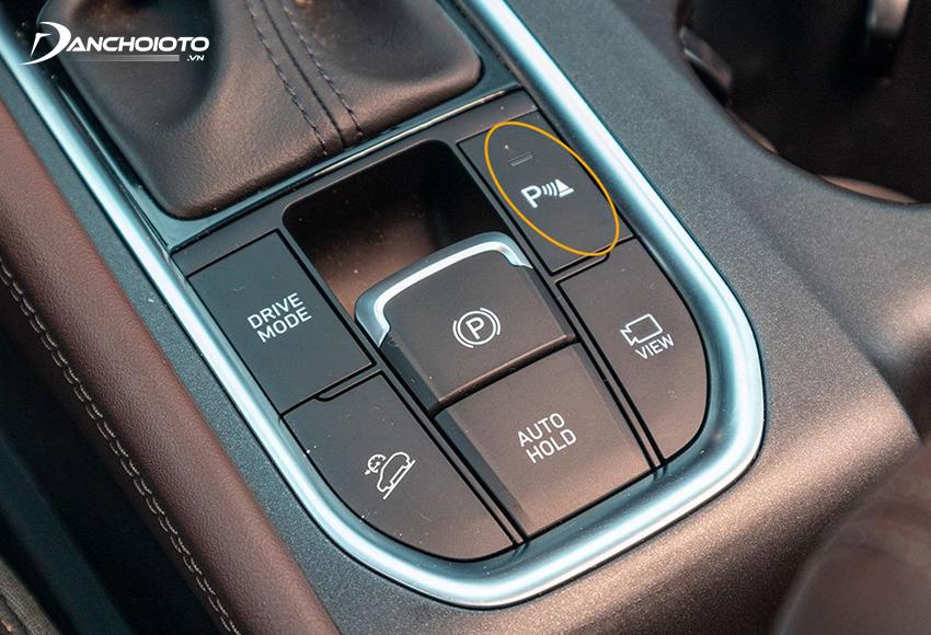 Nút bật/tắt cảm biến đỗ xe thường nằm ở cụm nút điều khiển trên bệ cần số