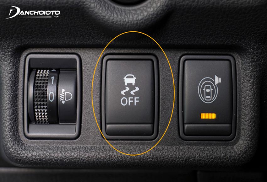 Nút bật/tắt hệ thống cân bằng điện tử thường nằm ở cụm nút điều khiển trên taplo phía bên trái góc dưới vô lăng