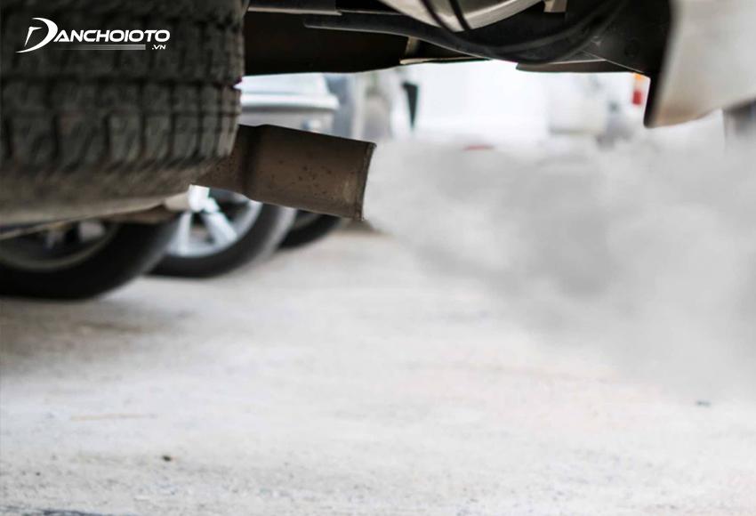 Ô tô có mùi khét khả năng cao là do dầu bị rò rỉ
