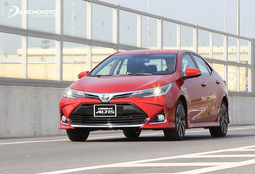Toyota Corolla Altis được đánh giá là lựa chọn đáng tin cậy khi tìm mua xe tầm 700 triệu đồng