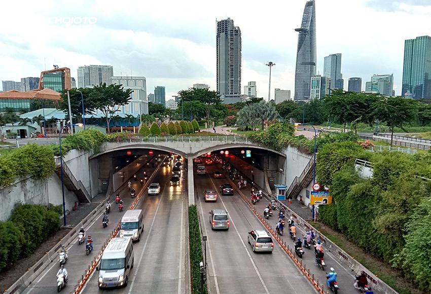 Xe ô tô không được phép dừng đỗ trong hầm đường bộ không đúng nơi quy định