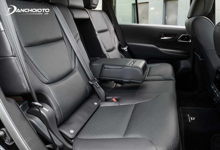 Hàng ghế thứ hai Land Cruiser có chức năng ngả lưng và thông gió