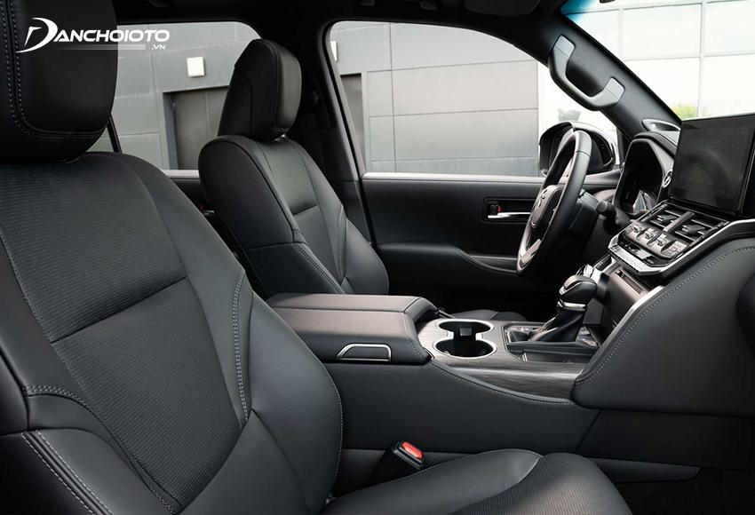 Hàng ghế trước Toyota Land Cruiser 2021 có các chức năng nhớ vị trí, sưởi ghế và thông gió