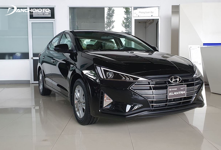 Hyundai Elantra MT cũng là một cái tên hiếm hoi góp mặt vào trong các dòng xe sedan hạng C có bản số sàn