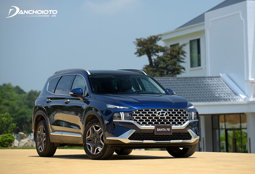 Hyundai SantaFe là mẫu xe ô tô 7 chỗ tiết kiệm nhiên liệu nhất nhì hiện nay trong phân khúc tầm trung