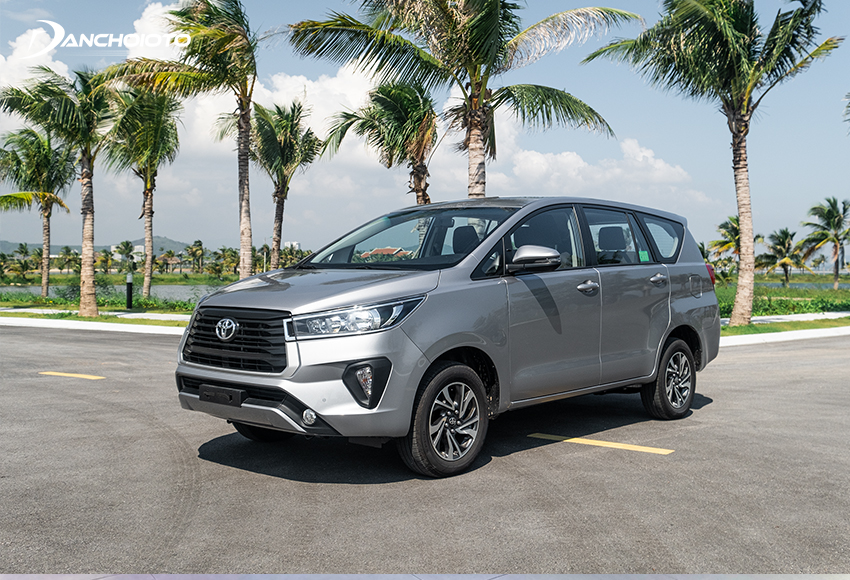 """Khi bàn về xe 7 chỗ số sàn thì nhất định không thể không nhắc đến """"tượng đài"""" Toyota Innova 2.0E MT"""