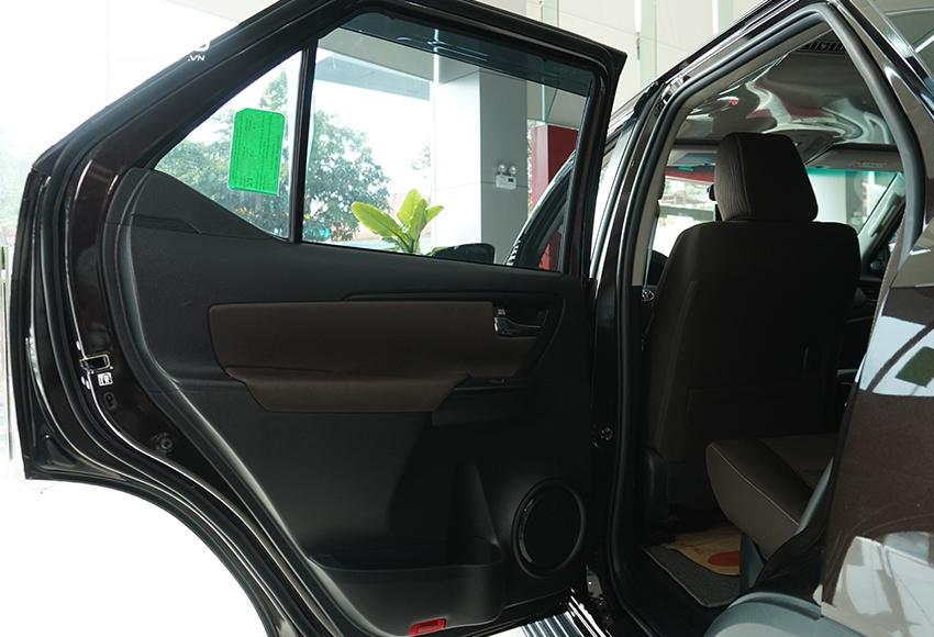 Khi nhận ô tô mới cần kiểm tra kỹ phần mép cửa, gioăng cửa