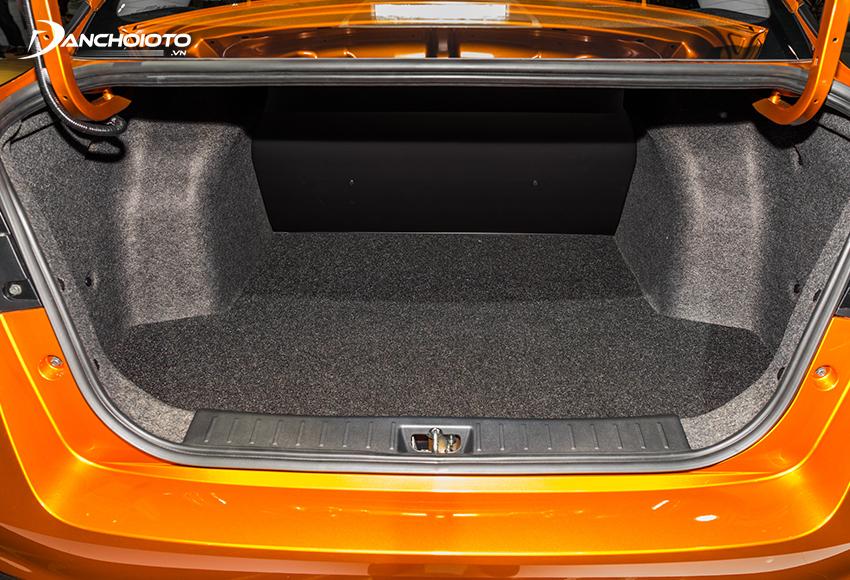 Khoang hành lý Nissan Almera 2021 cũng khá lớn với dung tích 490 lít.