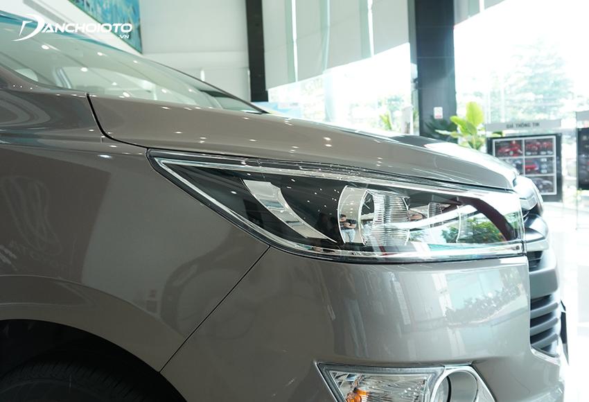 Một trong những lưu ý khi nhận xe ô tô mới mà nhiều người có kinh nghiệm thường chia sẻ đó là nhất định phải kiểm tra kỹ phần sơn xe
