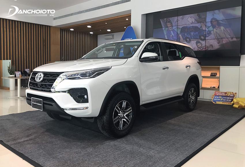 Nếu đang cần tìm một mẫu SUV 7 chỗ số sàn bền bỉ và tiết kiệm thì Toyota Fortuner 2.4MT được xem là ứng cử viên sáng giá hàng đầu