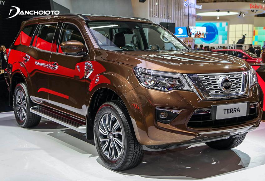 Nissan Terra là cái tên hiếm hoi trong phân khúc SUV 7 chỗ tầm trung còn duy trì phiên bản số sàn