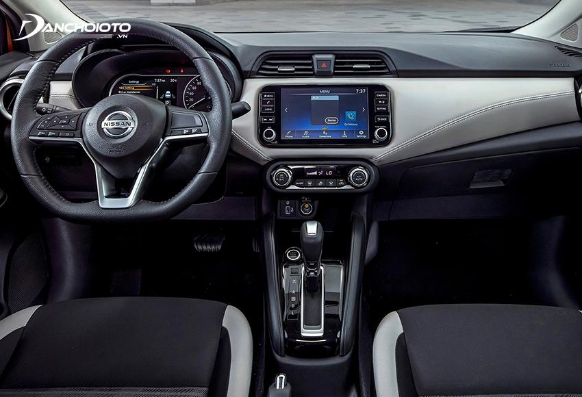 Nội thất Nissan Almera 2021 sử dụng hai tone màu đen – trắng, tạo hiệu ứng tốt về không gian cũng như mặt thị giác