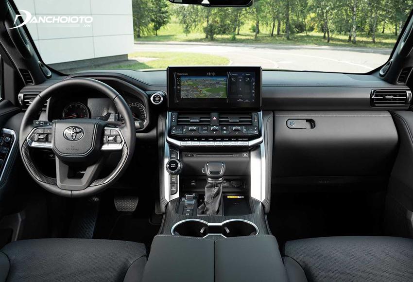 Nội thất Toyota Land Cruiser 2021 được tái thiết kế hoàn toàn mới trở nên tinh tế, sang trọng và cao cấp hơn