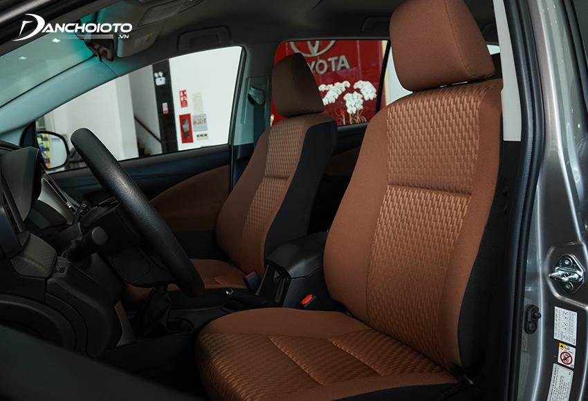 Theo cách kiểm tra khi nhận xe ô tô mới mà nhiều chuyên gia chia sẻ, chủ xe nên kiểm tra kỹ phần ghế xe