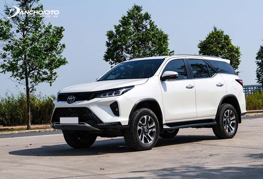Toyota Fortuner là một gợi ý đáng tham khảo nếu đang không biết xe SUV nào tiết kiệm nhiên liệu nhất, bền bỉ nhất