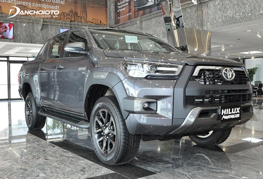 Toyota Hilux vẫn được đánh giá là lựa chọn hàng đầu với những ai đang tìm mua xe bán tải số sàn vận hành bền bỉ, tiết kiệm