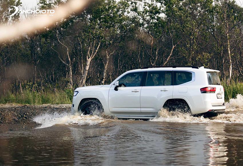 Toyota Land Cruiser 2021 được trang bị chế độ lựa chọn đa địa định hình và tự động chọn địa hình