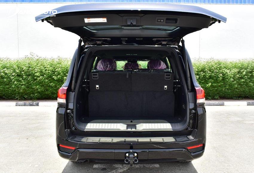 Toyota Land Cruiser có chức năng mở cốp rảnh tay