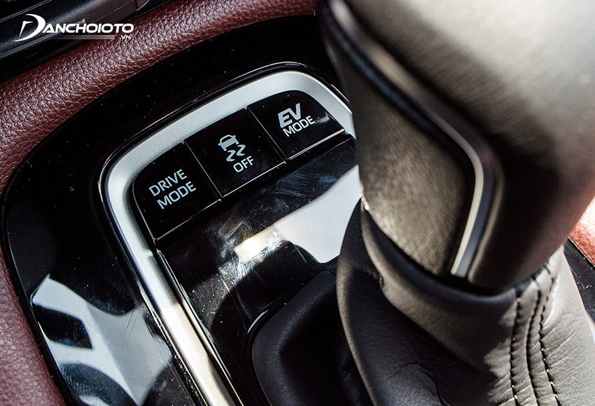 Trên xe hybrid thường có chế độ xe chạy điện, người lái có thể chủ động chọn chế độ này