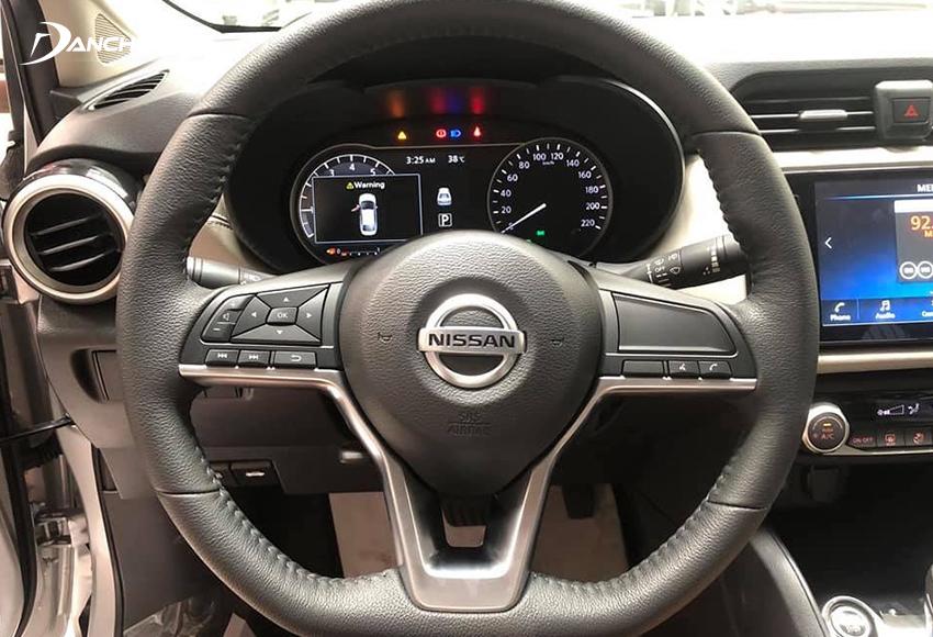 Vô lăng Nissan Almera 2021 dạng D-cut thể thao tích hợp đầy đủ các phím điều khiển chức năng