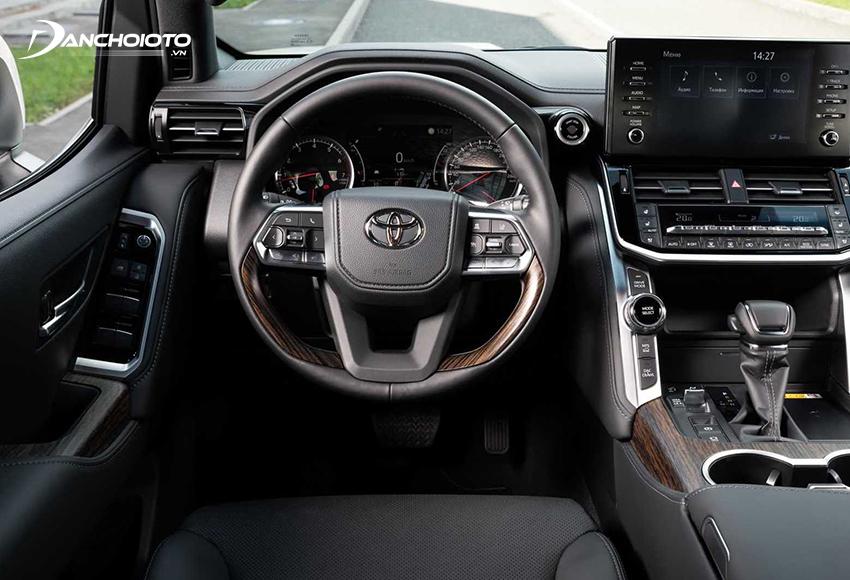 Vô lăng Toyota Land Cruiser 2021 sử dụng kiểu 3 chấu mới