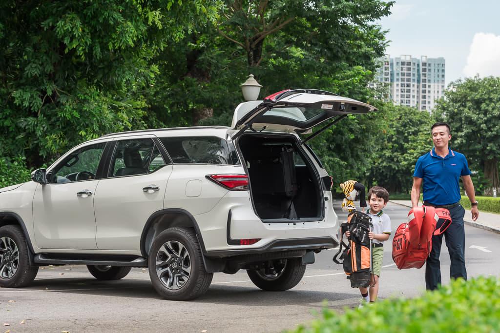 Với những ai yêu thích dòng SUV cứng cáp, mạnh mẽ thì Toyota Fortuner sẽ rất phù hợp