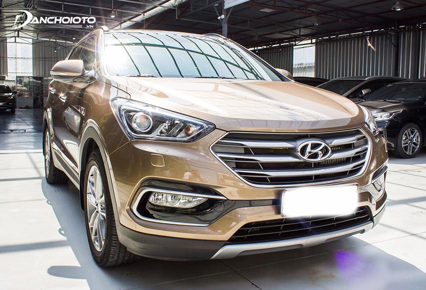 Hyundai SantaFe là cái tên đáng chú ý trong những dòng xe 7 chỗ cũ 600 triệu đang rao bán