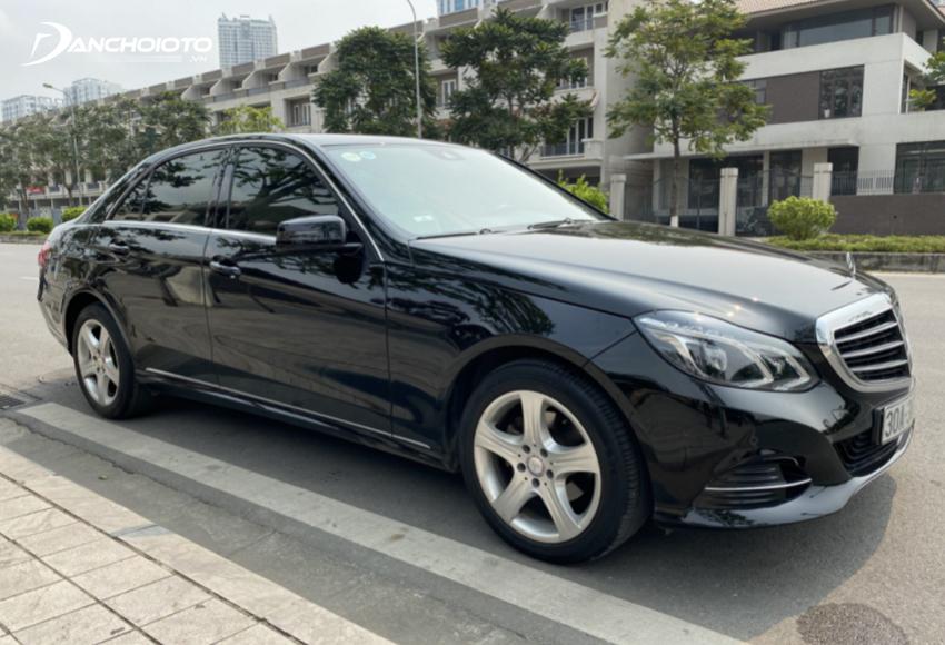 Khi nói đến các dòng xe cũ giá dưới 1 tỷ đến tầm 1 tỷ đáng mua hiện nay thì không thể không nhắc tới Mercedes E-Class 2014 – 2015
