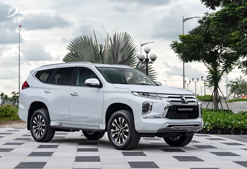 Mitsubishi Pajero Sport là cái tên không thể bỏ qua khi nói đến khoảng 1 – 1,3 tỷ nên mua xe SUV nào