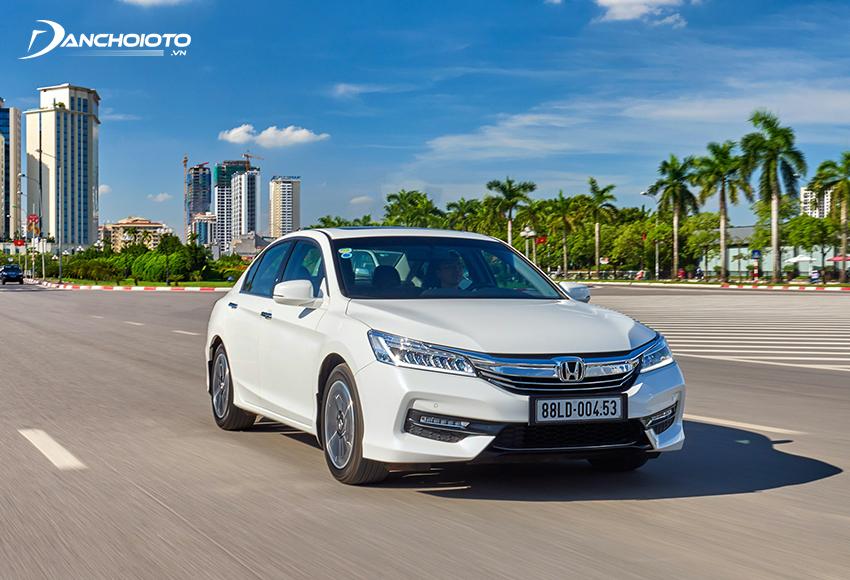 Nếu đang tìm hiểu 800 triệu nên mua xe cũ nào tốt, cho cảm giác lái thể thao thì Honda Accord là cái tên rất đáng để tham khảo