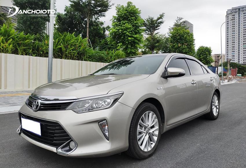 Toyota Camry là cái tên không thể bỏ qua khi nói về các dòng xe cũ 700 triệu đáng mua nhất