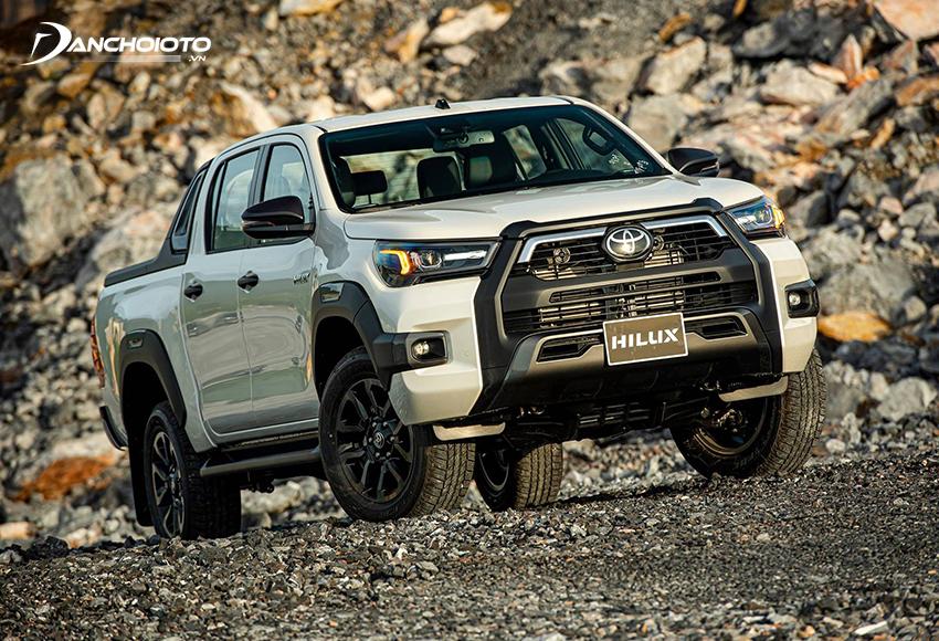 Toyota Hilux được đánh giá cao về độ tin cậy, bền bỉ, khả năng việt dã và công năng thực dụng