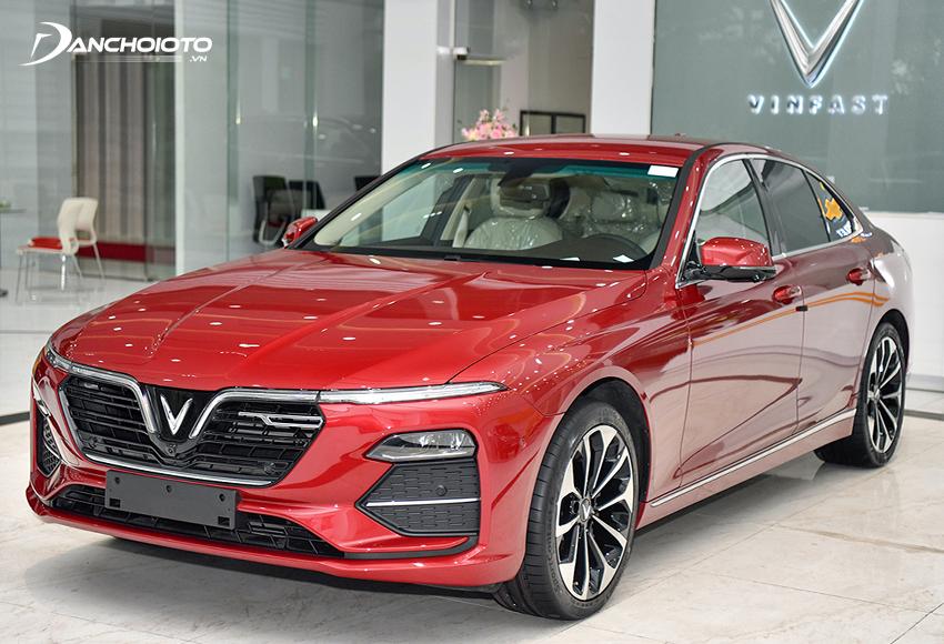 VinFast Lux A2.0 hiện là một trong những mẫu xe bán chạy nhất phân khúc sedan tầm giá 1 tỷ đồng