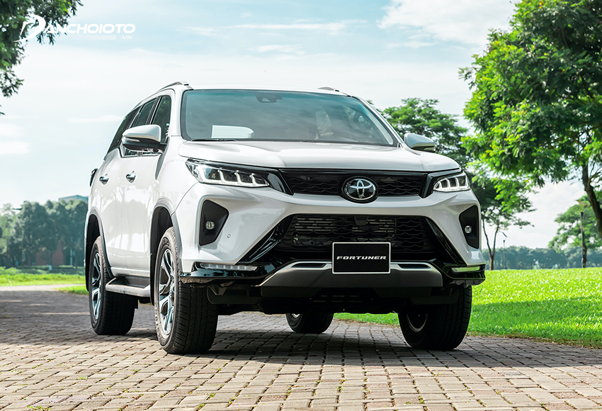 Với những ai đang phân vân hơn 1 tỷ mua xe 7 chỗ nào tốt thì Toyota Fortuner luôn là lựa chọn hàng đầu