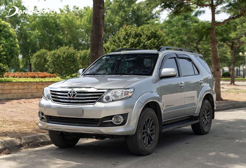 Với những ai đang tìm một mẫu xe 7 chỗ cũ dưới 700 triệu đến tầm 700 triệu vận hành khoẻ khoắn, cứng cáp thì có thể tham khảo Toyota Fortuner