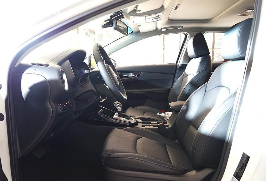 Ghế lái Kia K3 2022 có nhớ vị trí, hàng ghế trước thêm tính năng sưởi và làm mát với 3 cấp độ